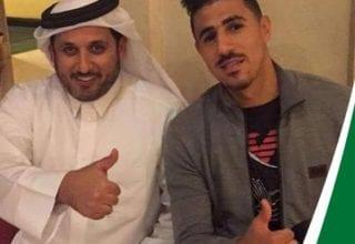 مشادة كلامية حادة بين اللاعب بغداد بونجاح وصحفي سعودي في المؤتمر الصحفي بعد مباراة الأهلي والسد