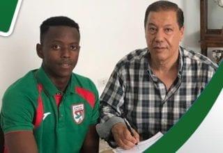 رسمي لاعب المنتخب الرواندى إنوسون ستاديست في الملعب التونسي