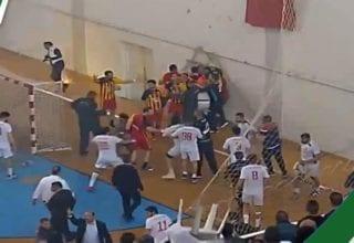 فضيحة في القاعة الأولمبية بسوسة أحداث عنف في مباراة نهائي البطولة لكرة اليد بين النجم الساحلي و الترجي