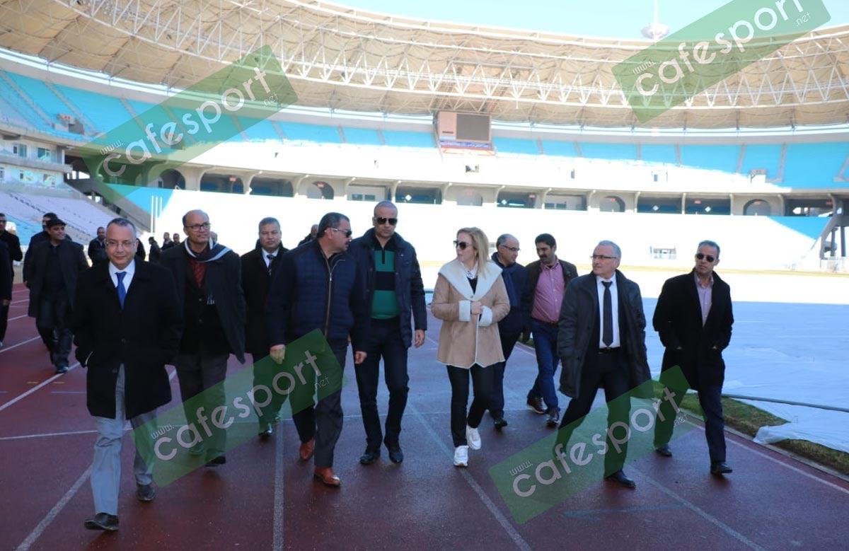 الوزيرة و رئيس الجامعة في ملعب رادس